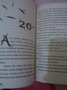Bagian dalam novel Hush, Hush