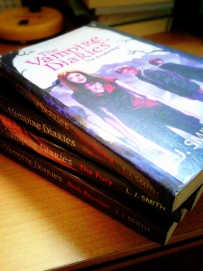 Cover depan The Vampire Diaries - The Awakening